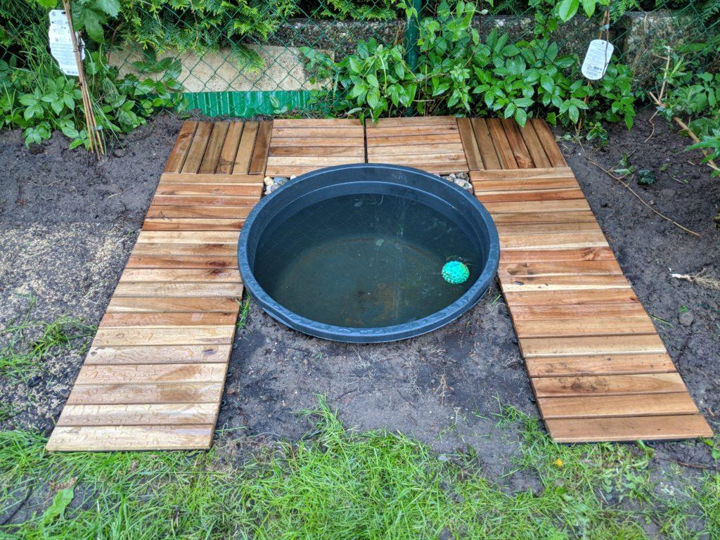 Einen kleinen hundepool im garten selbst bauen anlegen - Hunde pool bauen ...