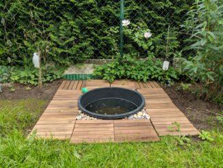 Selbst gebauter Hundepool im Garten